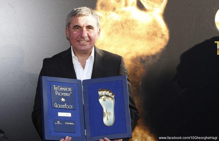 Regele-fotbalului-românesc-Gheorghe-Hagi-premiat-cu-trofeul-Golden-Foot-1